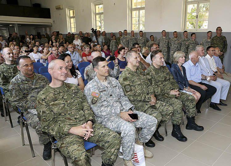 Civilne osebe v Slovenski vojski